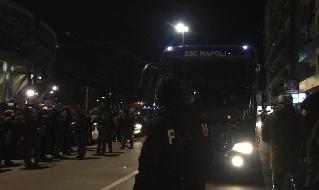 Il pullman del Napoli all'esterno dello stadio San Paolo