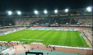 Stadio San Paolo con spettatori sugli spalti