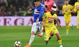 Torreira con la maglia della Sampdoria contro Insigne
