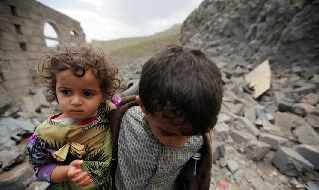 Bambini tra le macerie in Yemen