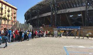Fila tifosi ingresso al San Paolo