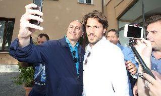 Simone Verdi lascia Villa Stuart dopo le visite mediche con il Napoli. Foto CN24 di Gino Mancini