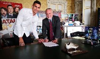 Alex Meret, portiere del Napoli, con il presidente Aurelio De Laurentiis