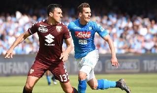 Burdisso affronta Mertens in Napoli-Torino