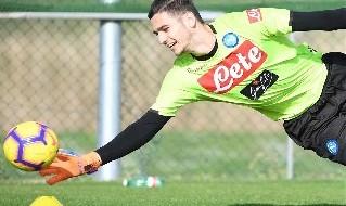 Alex Meret, di nuovo problemi alla spalla. Allenamento specifico con il Napoli