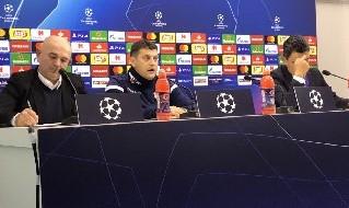 Vladan Milojevic, allenatore della Stella Rossa, parla in conferenza stampa dal San Paolo