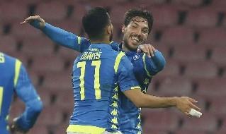 Ounas e Verdi esultano dopo un gol