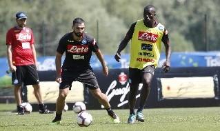 Kalidou Koulibaly e Raul Albiol in allenamento con la maglia del Napoli