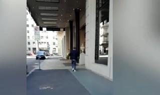 Maurizio Sarri all'esterno dell'Hotel Palazzo Parigi
