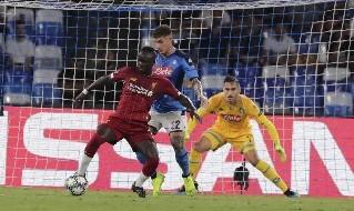 Di Lorenzo in azione contro il Liverpool