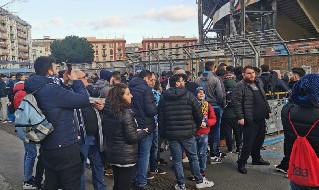 Tifosi Napoli-Barcellona in fila al San Paolo