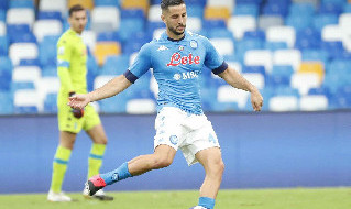 Kostas Manolas è un calciatore greco, difensore del Napoli e della Nazionale